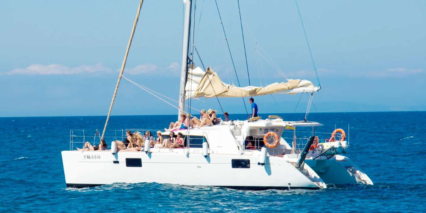 paseos catamaran marbella malaga barcos