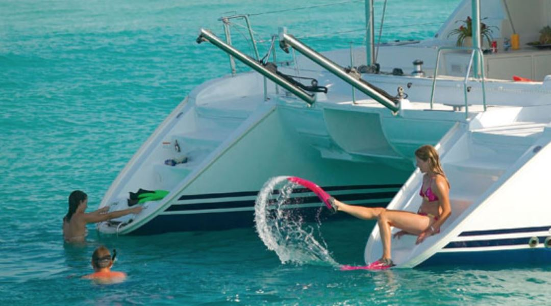 alquiler catamaran paseos barco malaga marbella