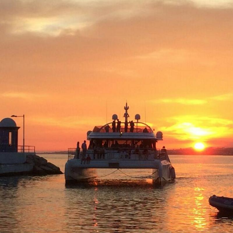 catamaran-malaga-puesta-de-sol-muelle-uno-puerto.jpg