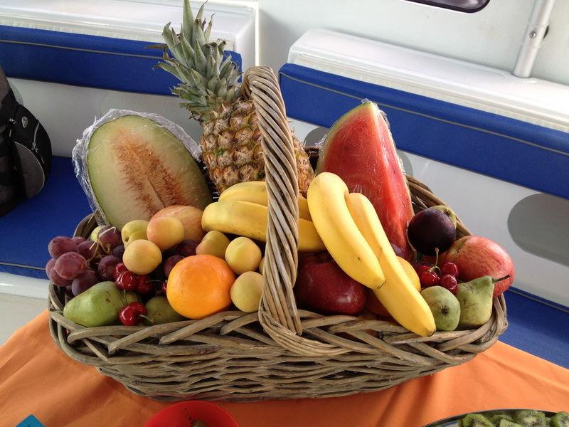 fruta-evento-catering-malaga-barco.jpg